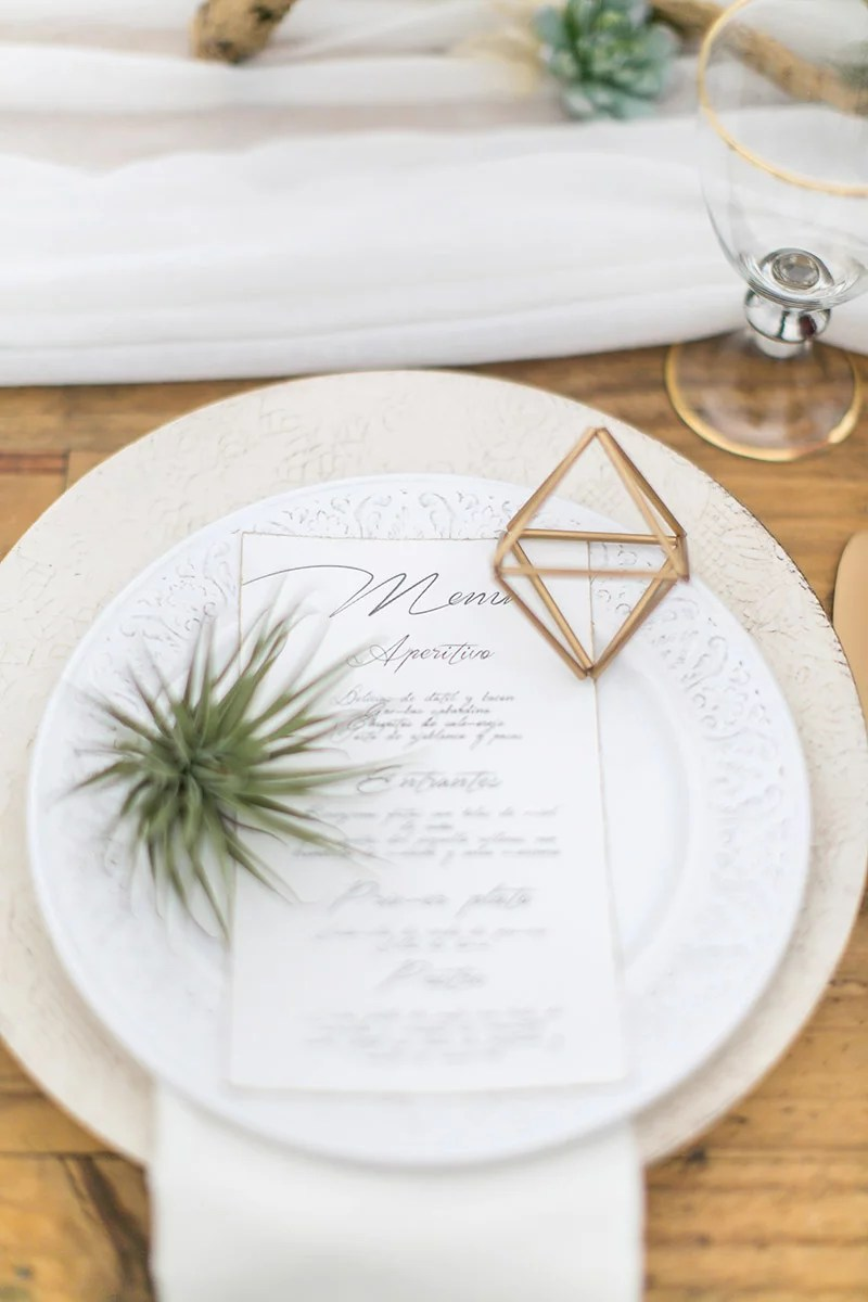 Vintage Tischdeko Desert Wedding Idee mit gold und Kakteen