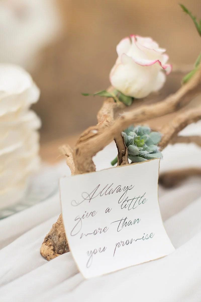 Hochzeit in Andalusien, Tischdeko mit Treibholz, Hochzeitsspruch