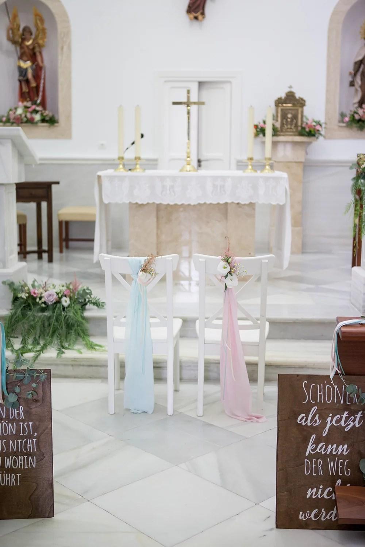 Heiraten im Ausland, Dekoration für die Kirche, Stuhldeko Hochzeit
