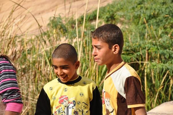 Kinderen in natuurreservaat Dana Natuurreseraat Dana tijdens een wandelreis van SNP door Jordanië