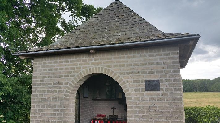 Wandelen over het Peelpad bij kapel Maurik