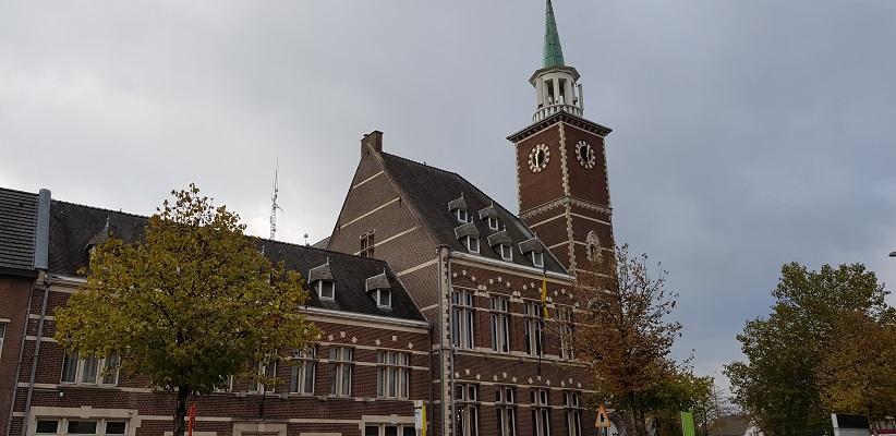 Kerk in Maasmechelen op een wandeling over het Maaspad van Maastricht naar Berg aan de Maas