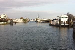 Wandelen over de Maasmeanders bij Burgemeester Deelenkanaal bij Macharen