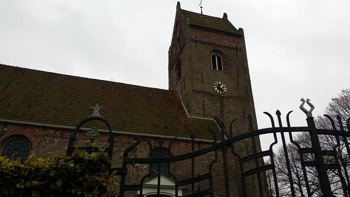 Kerk Aldtsjerk op wandeling over Elfstedenpad van Oentsjerk naar Leeuwarden