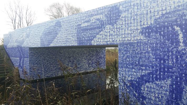 Tegeltjesbrug Elfstedentocht bij Gytsjerk op wandeling over Elfstedenpad van Oentsjerk naar Leeuwarden