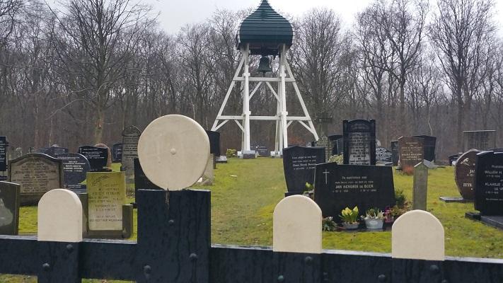 Klokkestoel in Ruigahuizen op wandeling over het Elfstedenpad van Oudemirdum naar Sloten