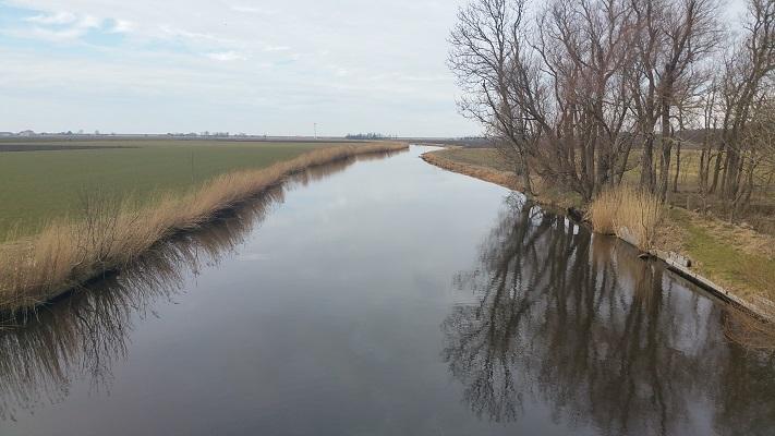 Harnzer Faert op wandeling over het Elfstedenpad van Witmarsum naar Kimswerd