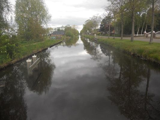 Wandelen over het Groot Frieslandpad over het Annerveenschekanaal