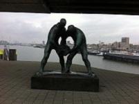 Zadkine monument tijdens een wandeling over het Erasmuspad