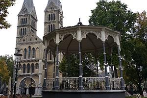 Kerk in Roermond tijdens wandeling over Maas-Niederrheinpad