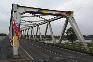 Maasbrug bij Oeffelt op een wandeling over het Maas- en Peelliniepad