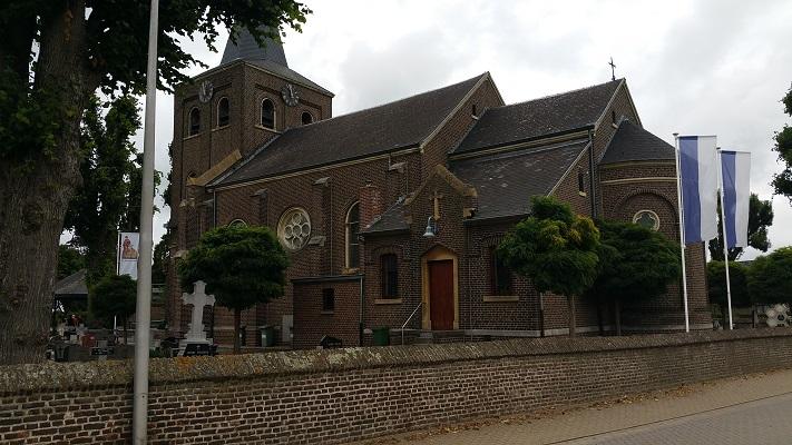 Kerk Stokkem op een wandeling over het Maaspad van Berg aan de Maas naar Maaseik