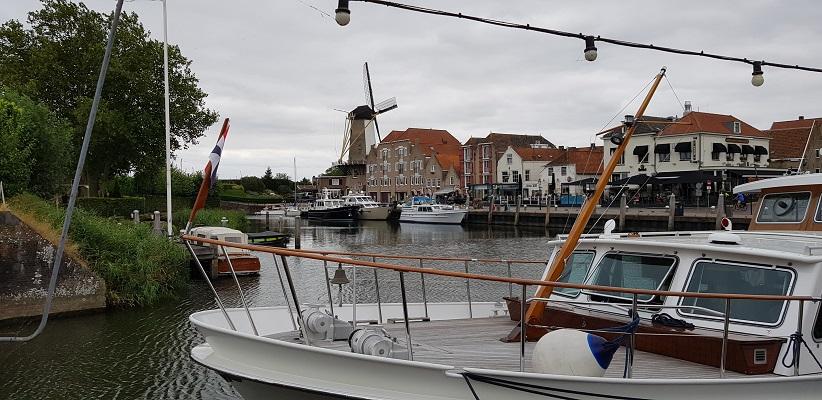 Molen en haven Willemstad op een wandeling over het Maaspadvan Stad aan 't Haringvliet naar Willemstad