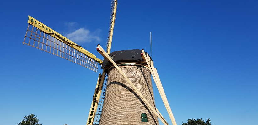 Molen Bommel op een wandeling over het Maaspadvan Stad aan 't Haringvliet naar Willemstad