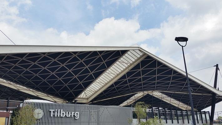 Wandelen over het Marikenpad bij Centraal Station in Tilburg