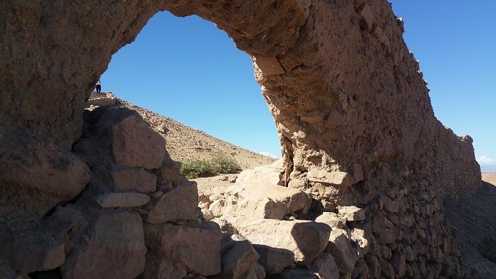 Boogbrug tijdens wandelreis in Marokko