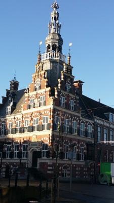 Oude Raadhuis Franeker op een wandeling over het Nederlands Kustpad van Franeker naar Sint Jacobiparochie