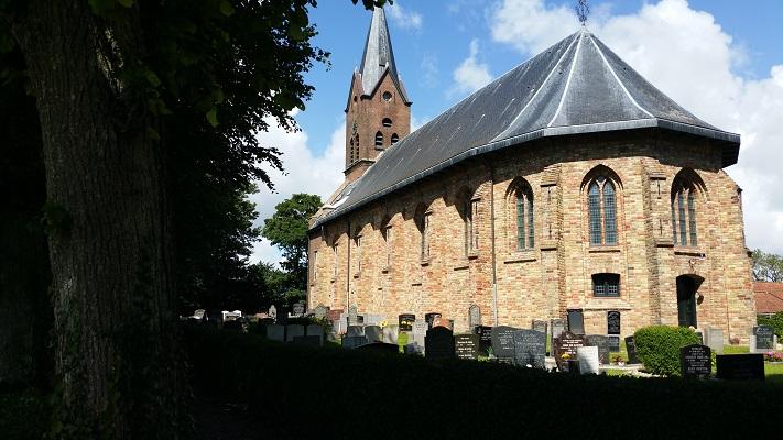 Kerk Wijnaldum op een wandeling van Franeker via Wijnaldum naar Sexbierum over het Nederlands Kustpad