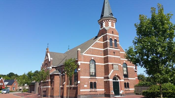 Kerk Ulrum op een wandeling van Lauwersoog via Niekerk naar Ulrum over het Nederlands Kustpad