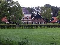 Hesselink op een wandeling van Ratum naar Winterswijk over het Noaberpad