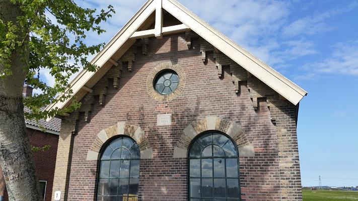 Gemaal inlaagpolder tijdens wandeling van Pont Buitenhuizen naar Halfweg over het Noord-Hollandpad