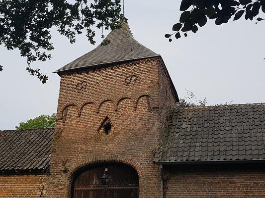 Wandelen over het Peelpad bij kasteel in Heusden