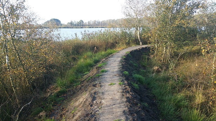 Wandelen over het Peelpad over wandelpad in De Groote Peel