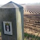 Wandelen over het Peelpad bij grenspaal Land van Kessel in Overloon