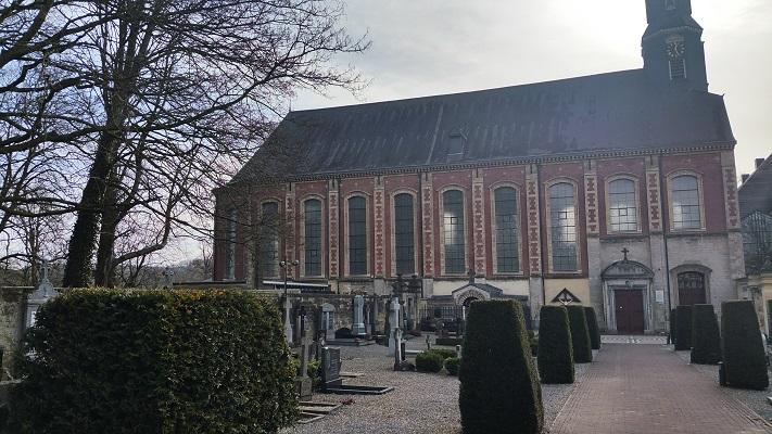 Wandelen over het Peerkepad bij de kerk in Sint Gerlach