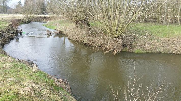 Wandelen over het Peerkepad in de voetsporen van Peerke Donders bij de Geul in Wijlre
