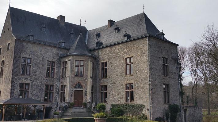 Wandelen over het Peerkepad in de voetsporen van Peerke Donders bij kasteel Wittem