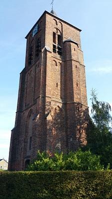 Wandelen over het Peerkepad bij de kerktoren in Duizel