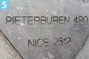 Wandelen over het Pieterpad bij gedenksteen Pieterburen-Nice