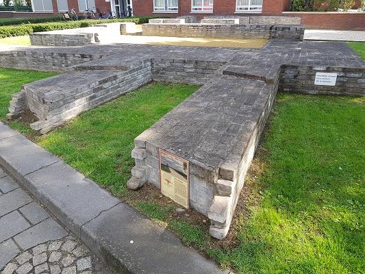 Wandelen over het Romeinse Limespad bij restanten Romeins Fort in Nijmegen