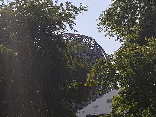 Blik op Winterberg tijdens wandeling naar de Ruhrquelle op wandelreis naar Rothaarsteige in Sauerland in Duitsland