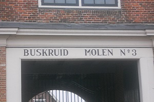 Buskruid Molen no 3 tijdens wandeling over de Stelling van Amsterdam
