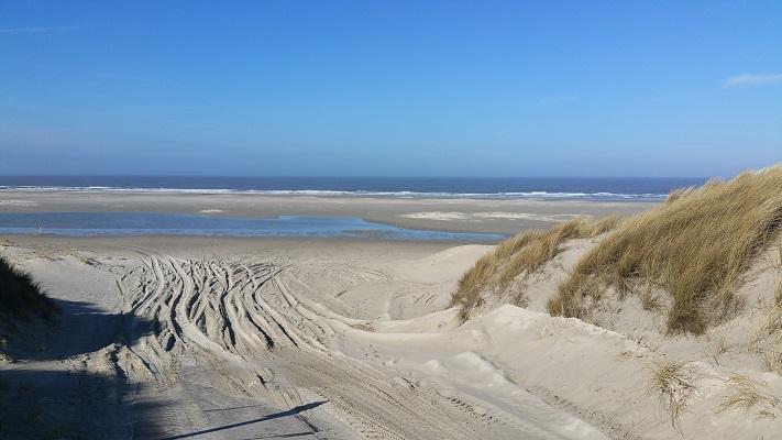 Noordzeestrand op wandeling WaddenWandelen in een rondje over West-Vlieland