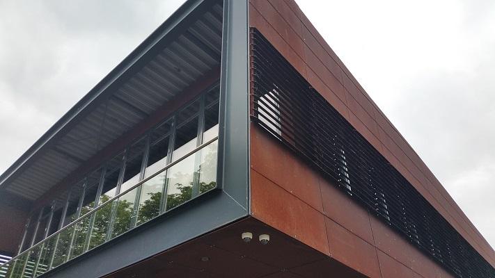Gebouw roeivereniging tijdens wandeling Hedendaagse Architectuur in Den Bosch
