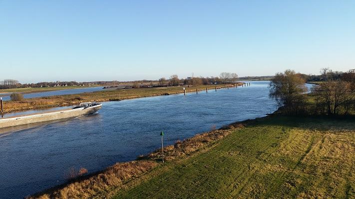 Wandelen over het Westerborkpad bij de IJssel in Zwolle