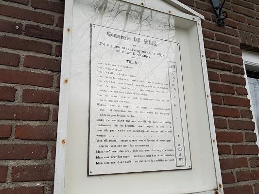 Bordje 'Tolgelden' tijdens wandeling over het Westerborkpad van Hoogeveen naar Meppel