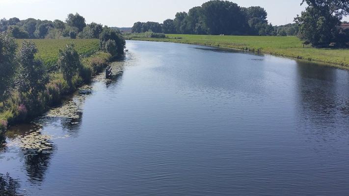 Wandelen over het Westerborkpad bij de Vecht in Zwolle