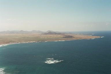 Zicht op Isla Graciosa tijdens een wandelvakantie op Canarisch Eiland Lanzarote