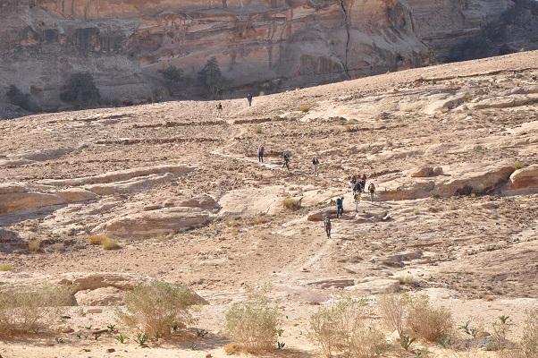 Wandelaars tijdens een wandelreis van SNP door Jordanië