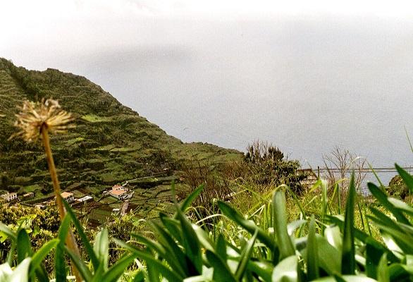 Landschap bij Levada do Norte op wandelvakantie op Portugees eiland bloemeneiland Madeira
