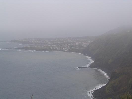 Noordkust bij Ribeira Grande tijdens een wandelvakantie op eiland Sao Miguel op de Azoren