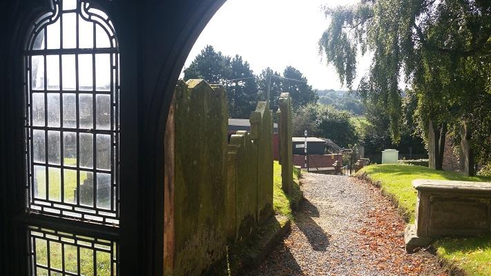 Kerkhof Carlisle tijdens wandeling van Carlisle naar Bownes op wandelreis over Muur van Hadrianus in Engeland