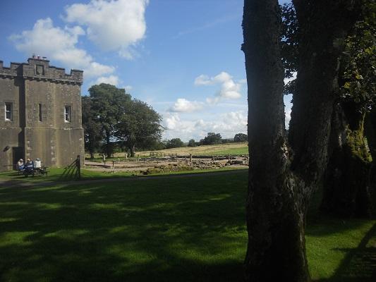 Abdij Lanercost tijdens wandeling van Lanercost naar Carlisle tijdens wandelreis over Muur van Hadrianus in Engeland