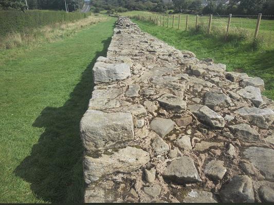 Muur van Hadrianus op een wandeling van Wallsend naar Heddon on Wall op een wandelreis over de Muur van Hadrianus in Engeland