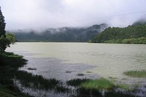 Lagoa de Fogo tijdens wandelvakantie op Portugees eiland Sao Miguel op de Azoren