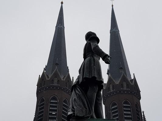 Kunstwerk Monument Koning Willem II tijdens wandeling Kort rondje Kunst in Tilburg van Brabant Vertelt